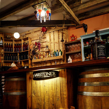 taste-and-flavors-new-places-wooden-cellar-1